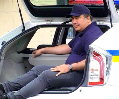 Saakashvili in the trunk of a police car