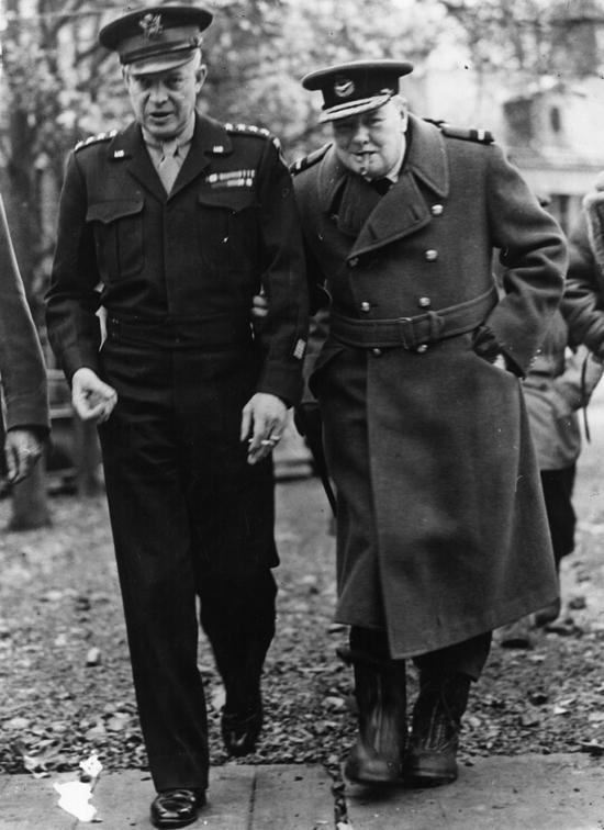 დუაიტ ეიზენჰაუერი და უინსტონ ჩერჩილი, 1944წ