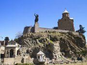მეტეხის ციხე - აგებულია ისნის მეფეთა სასახლის ნანგრევებზე