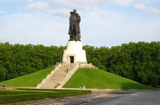 განმანთავისუფლების ძეგლი ბერლინის  ტრეპტოვ-პარკში