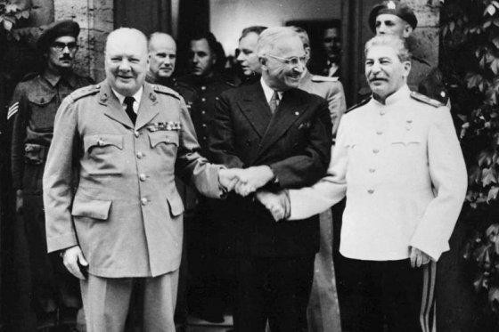 მოკავშირეები - ჩერჩილი, ტრუმენი, სტალინი პოსტდამის კონფერენციაზე. 1945 წელი
