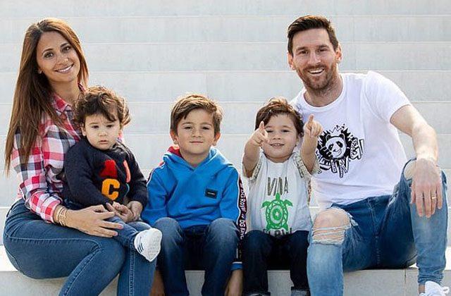 ლიონელ მესი მეუღლე ანტონელასთან და შვილებთან ერთად