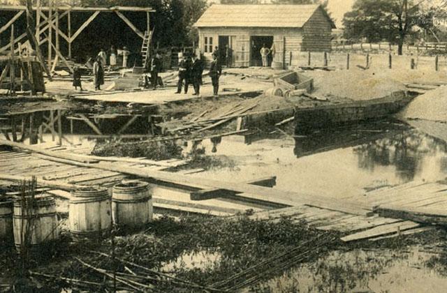 ნიკო ნიკოლაძე ფოთის ნავსადგურის მშენებლობაზე