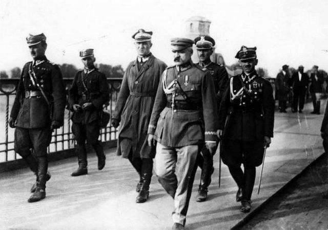 აღორძინებული პოლონეთის პირველი მთავრობის თავმჯდომარე და პოლონეთის არმიის შემქმნელი იოსეფ პილსუდსკი