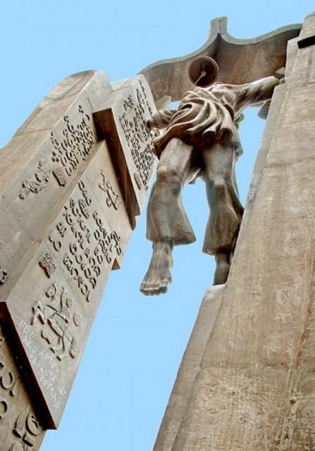 ყველა ქართველს ვალდებულად ვრაცხ, ქართულ ენას მუხლმოყრილმა მიაგოს პატივი!