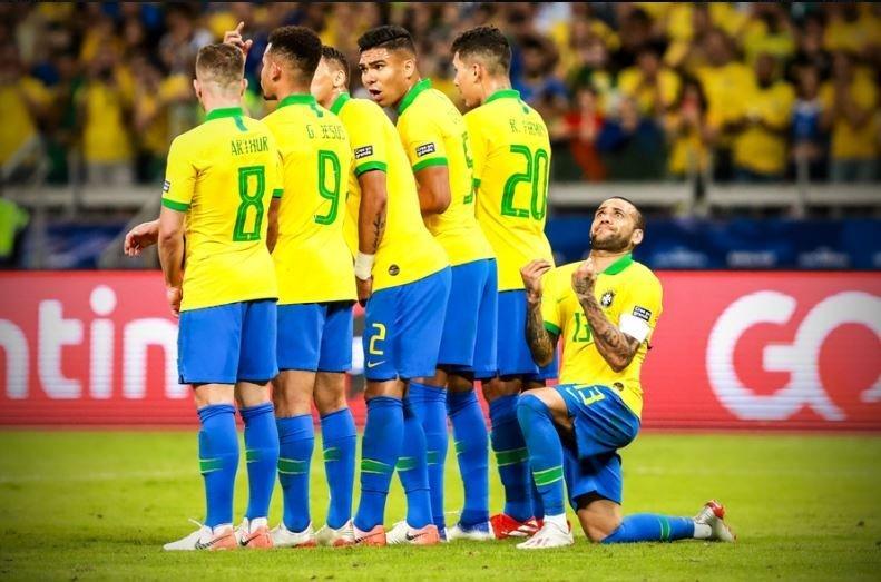 ბრაზილია-არგენტინა. დანი ალვეში ღმერთს სთხოვს, მესის დარტყმა არ გამოუვიდეს