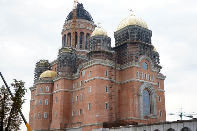 ერის ხსნის ტაძარი, ბუქარესტი. სიმაღლე 135 მ