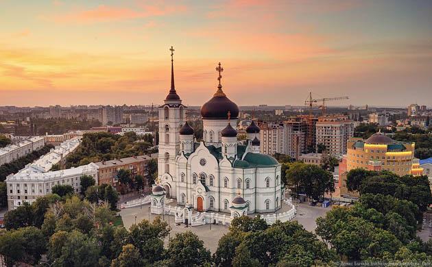 ხარების სახელობის ტაძარი, ვორონეჟი (რუსეთი). სიმაღლე 85 მ