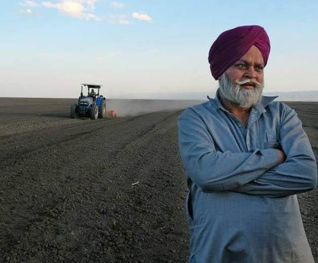 """ანურ რაჯ ფათაჰი: """"თქვენ ტოვებთ ამ ნაყოფიერ მიწებს და სხვაგან მიდიხართ.მიწა არ უნდა იყოს უპატრონოდ! არ გინდათ საკუთარი მიწა? მაშინ ჩვენ მოვალთ და ვუპატრონებთ! შრომა არ გვეზარება!"""