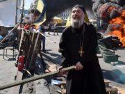 """უკრაინის """"რასკოლნიკური"""" ეკლესიის ორმა მღვდელმსახურმა ქალი ტაძარში გალახა"""