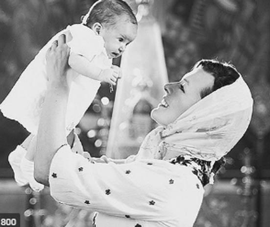 მილა იოვოვიჩმა შვილი მართლმადიდებლურ ტაძარში მონათლა