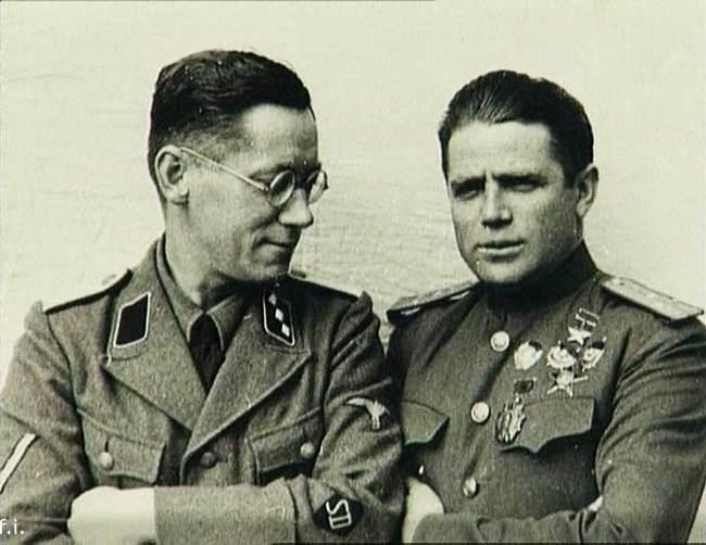ტავრინი გერმანელ ოფიცერთან ერთად