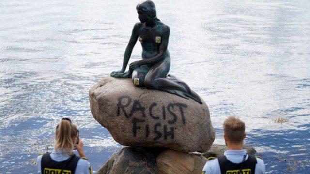 """კოპენჰაგენში ქალთევზას ცნობილი სკულპტურა """"რასისტულ თევზად"""" გამოაცხადეს"""