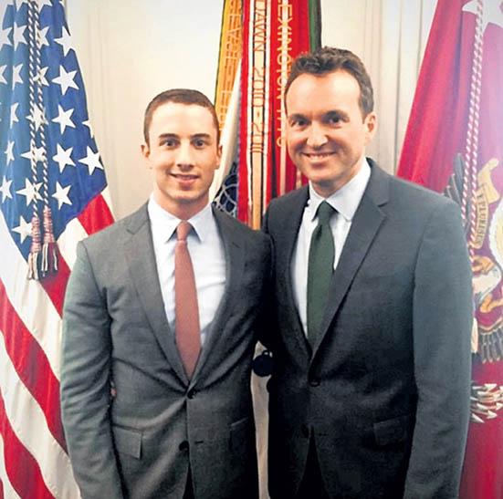 """ერიხ ფენინგი (მარჯვნივ), პირველი ღია ჰომოსექსუალი აშშ-ის ქვეითთა ჯარების სათავეში, და მისი, """"მეორე ნახევარი"""""""