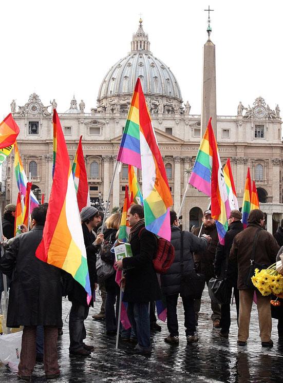 სოდომი და გომორა ვატიკანში: რომის პაპმა გეიქორწინების ლეგალიზაციის დაკანონება მოითხოვა