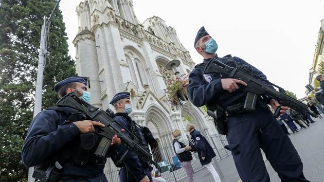 პოლიცია ნიცის ღვთისმშობლის სახელობის ტაძართან