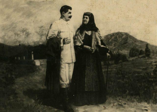 სტალინი დედასთან ერთად