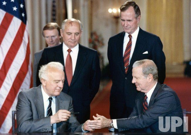 ედუარდ შევარდნაძე, მიხეილ გორბაჩოვი, ჯორჯ ბუში უფროსი (მარჯვნივ) და ჯეიმს ბეიკერი