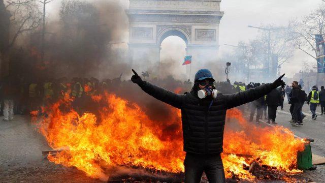 ევროპას ცეცხლი უკიდია