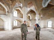 ილჰამ და მეჰრიბან ალიევები აღდამის მეჩეთში