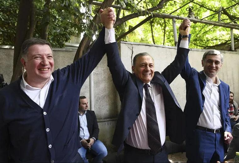 """""""დემოკრატიის უღიმღამო შუქურები"""""""