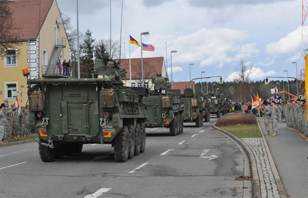 აშშ-ის არმიის ჯავშნიანი მანქანები გერმანიის ქალაქ ფისლექში