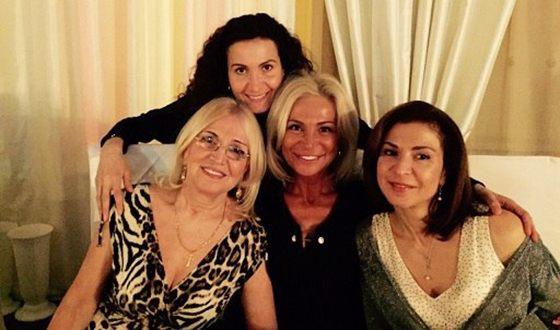 ეთერ თუთბერიძე დედასა და დებთან ერთად