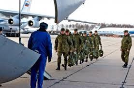 Военнослужащие медицинской службы ВС России во время посадки для отправки в Италию для борьбы с вирусом COVID-19