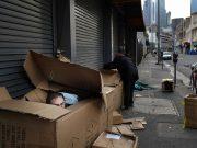 Миллионы на улице: CША захлестнула рекордная безработица