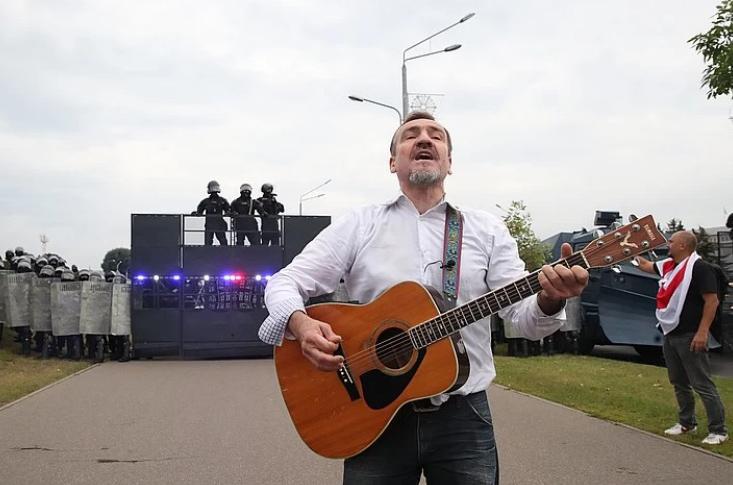 Август 2020 года, Белоруссия, во время акции оппозиции у стелы Городу-герою Минску