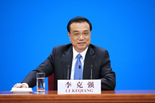 Премьер Госсовета КНР Ли Кэцян на пресс-конференци  Xinhua
