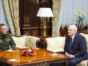 министр обороны Белоруссии Виктор Хренин и президент Белоруссии Александр Лукашенко (слева направо)