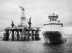 Зачем Америка скупает нефть у России