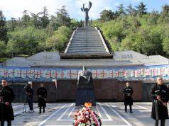 Как президенту пришло в голову переделать монумент Победы в Великой Отечественной войне?